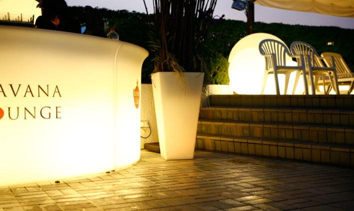 가구와 LED가 하나로, 낮과 밤이 다른 공간연출