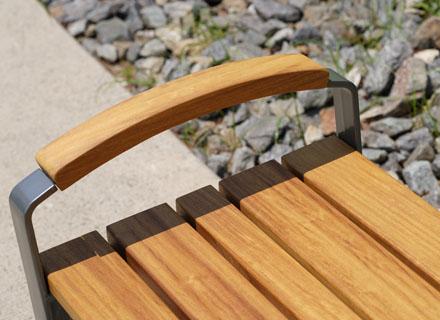 좋은 목재가 좋은 벤치를 만든다: 천연목재 이로코 Iroko